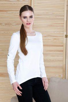 Bluza lunga in spate si scurta in fata: Bluza asimetrică trebuie să rămână în continuare în garderobele noastre deoarece, în funcție de croi și material, o putem purta la orice eveniment sau ținută. Colțurile asimetrice pun în valoare talia și ascund șoldurile.