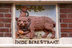 Gevelsteen in de Berenstraat, één van de 9 straatjes in Amsterdam