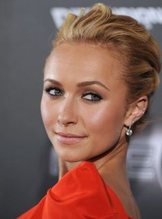 Elegance Comb Back Hairstyle with Naturally Brown Haircut for Women from Hayden Panettiere Elegante Natural Wedding Makeup, Wedding Hair And Makeup, Natural Makeup, Hayden Panettiere, Prom Makeup, Hair Makeup, Makeup Eyebrows, Pretty Hairstyles, Wedding Hairstyles