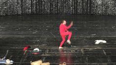 Volksbühnen-Diskurs. Teil 2: Es beginnt erst bei Drei von René Pollesch  Mit: Milan Peschel Trystan Pütter und Martin Wuttke  Text und Regie: René Pollesch Raum: Bert Neumann Bühne: Barbara Steiner Kostüme: Tabea Braun Licht: Frank Novak Ton: Christopher von Nathusius William Minke Dramaturgie: Anna Heesen  Cast: Volksbühne Berlin  #Theaterkompass #TV #Video #Vorschau #Trailer #Theater #Theatre #Schauspiel #Tanztheater #Ballett #Oper #Musiktheater #Clips #Trailershow