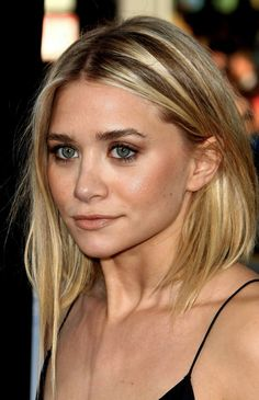 Ashley Olsen has just posted this image of herself sporting her new year hair cut. I really love this concave bob! Really Short Hair, Short Wavy Hair, Short Hair Styles, Messy Hair, Pretty Hairstyles, Bob Hairstyles, Straight Hairstyles, Haircuts, Ashley Olsen Hair