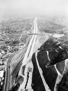 How Sepulveda Canyon Became the 405 1957 aerial view of the San Diego Freeway under construction through Sepulveda Canyon, courtesy of the Los Angeles Examiner Collection, USC Libraries. California History, Vintage California, Southern California, Woodland Hills California, Usc Library, Santa Monica Mountains, World 2020, San Fernando Valley, Los Angeles County