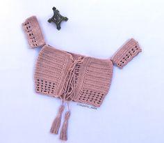 Top Cropped de Crochê Ciganinha Moda Famosas Pronta Entrega no Crochet Tank Tops, Knit Crochet, Crochet Bikini Pattern, Crochet Patterns, Crochet Clothes, Diy Clothes, Casual Tops For Women, Crochet Woman, Top Pattern