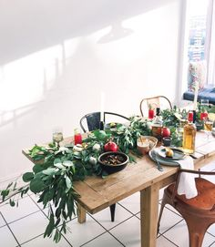 Our Friendsgiving: wooden table, eucalyptus garland, good company, and a feast with American Honey cocktails!