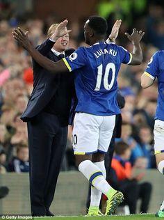 Lukaku celebrates with Everton manager Ronald Koeman