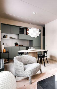 How to put your kitchen credenza? Note Design Studio, Interior Design Studio, Interior Design Kitchen, Modern Interior Design, Interior Architecture, Kitchen Decor, Casa Milano, Esstisch Design, Cocinas Kitchen