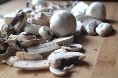 Μπριζόλες φούρνου με μανιτάρια Fun Cooking, Stuffed Mushrooms, Vegetables, Recipes, Food, Stuff Mushrooms, Recipies, Essen, Vegetable Recipes