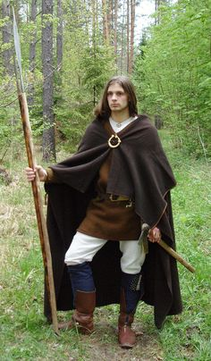 century Latvian man with cloak, axe and spear. Viking Reenactment, Medieval Costume, Folk Costume, Costumes, Viking Armor, Viking Men, Historical Costume, Historical Clothing, Iron Age