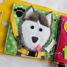 Dar al perro un hueso - una actividad múltiple simple página para agregar a tu libreta de encargo. Perro puede personalizarse para parecerse a su mascota! Collar del perro la hebilla clip correa de perro y dar al perro un hueso. El hueso tiene velcro para pegar la lengua del perrito. Esto es también una página de sensorial - orejas de perro peludos y la nariz es parecida a la goma. Usted puede elegir la raza de perro, o si se puede enviar una foto del amigo peludo desea replicar!  Libros…