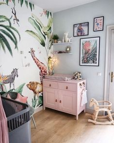 A couple of weeks ago we had a nice chat with in the sun. We have spoken about her wishes for a wallpaper for little… Jungle Baby Room, Jungle Bedroom, Baby Bedroom, Kids Bedroom, Bedroom Decor, Baby Nursery Decor, Baby Decor, Nursery Room, Girl Room
