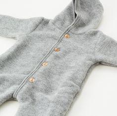 Engel overall i uldfleece med ombuk ved hænder og fødder.