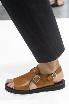 Margaret Howell at London Fashion Week Spring 2020 Details Runway Photos - Men Sandals - Ideas of Men Sandals Leather Sandals, Men Sandals, Gucci Mane, Best Shoes For Men, Margaret Howell, Fashionable Snow Boots, Justin Boots, Burberry Men, Leather Men