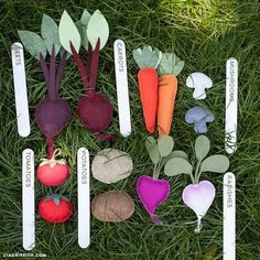 With these adorable felt veggies your children will surely love to help you gardening. Tutorial and pattern