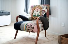 I need to find out what make this Danish chair is as I want one! As seen at: http://www.brucke49.ch