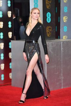 Sophie Turner - Annual EE British Academy Film Awards in London Sansa Stark, Beautiful Celebrities, Beautiful Actresses, Maisie Williams Sophie Turner, Sophia Turner, British Academy Film Awards, English Actresses, Red Carpet Looks, Glamour