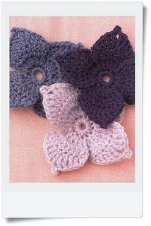 Crochet flowers leaves with diagram - Love these, Spanish site,