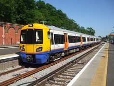 London Overground train at Crystal Palace Station