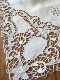 Good GORGEOUS Vintage Italian Needle Lace Tablecloth 66x11 Reticella