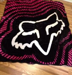 Omg a fox blanket! Except for the pink. Fox Racing Clothing, Dirt Bike Clothing, Country Outfits, Country Girls, Motocross, Racing Bedroom, Fox Rider, Fox Brand, Look 2015