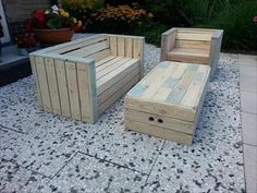 There is no need of buying pallet patio furniture when you can make it yourself. This can be a fun and interesting project that you can do even with your kids. All you need is a lot of wood and na…