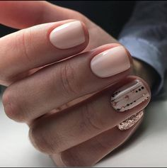 Opting for bright colours or intricate nail art isn't a must anymore. This year, nude nail designs are becoming a trend. Here are some nude nail designs. Get Nails, Fancy Nails, Trendy Nails, How To Do Nails, Hair And Nails, Neutral Nails, Nude Nails, Manicure E Pedicure, Creative Nails
