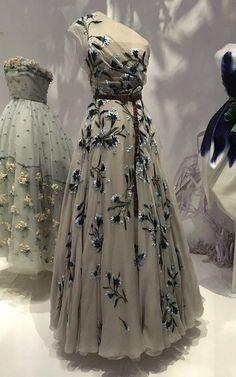 Christian Dior: Designer of Dreams - The stories behind the dresses - Olive Road London Christian Dior Gowns, Christian Dior Designer, Christian Dior Couture, Mode Vintage, Vintage Dior, Vintage Fashion, Vintage Hats, 1950s Fashion, Victorian Fashion