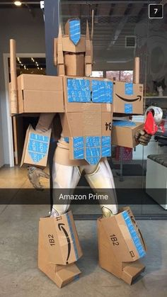 """Halloween is a magical time for pun-lovers, but one woman just showed us all how it's done with this incredible """"Amazon Prime"""" costume. 