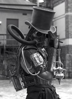Steampunk gas mask and top hat? That's just too awesome I've always liked both those things lol