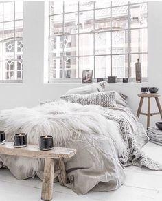 home, white bedroom / chambre baie boheme boho chic ethnique blanc couleurs claires