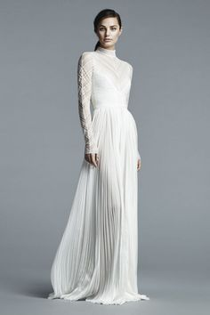 This article comprises knowledge of wedding dress. There is a huge variety of good wedding dress for customers to purchase online. A customer can easily find the right type of wedding dress that fi… Spring 2017 Wedding Dresses, Wedding Dress Trends, Bridal Dresses, Spring Wedding, 2017 Wedding Trends, Wedding Week, Wedding Ideas, Wedding 2017, Wedding Planning