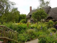 English Country Cottages: Cottage House Plans For the Simple Country Life