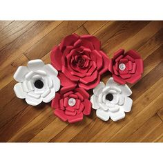 Today was mentally and physically a productive day. Got these #beauties added into the collection for the #soullightexpo and also was inspired by friends and a podcast #millennial to continue down this #paperflowers journey ✈️ #goodday #happyfriday #funfriday #relaxation #doingstuff #diy #flowerpower #thewallflowergirl #wallflowers