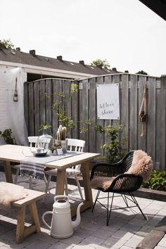binnenkijken bij ayse_lanu - De dag een beetje opvrolijken Home And Garden, Outdoor Style, Outdoor Space, Patio And Garden, Outdoor Retreat, Outdoor Patio Decor, Outdoor Dining Spaces, Garden Styles, Outdoor Inspirations