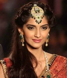 Fullonshaadi - Indian Bridal Accessories - 10 Best Maang Tikka Designs - Oversized Maang Tikka