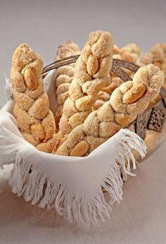 Una dolce ricetta firmata Sara Papa per la colazione di tutta la famiglia: ecco come realizzare queste veloci treccine zuccherate alle mandorle, in pochi semplici passi.