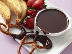Slow Cooker Chocolate Fondue for the #BigGame this weekend.