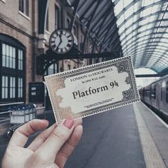 harry potter, hogwarts, and magic image <- Really nice pic, but.. did you just miss yout train??