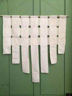 Tendina realizzata con strisce di tessuto