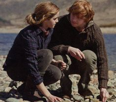 So I know its Ron and Hermione, but I saw the ginger and brunette. I feel like Isabis would have a ginormous crush on Calum.