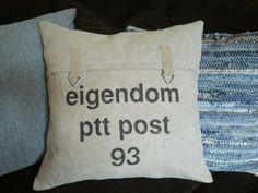Kussen gemaakt van originele PTT postzak