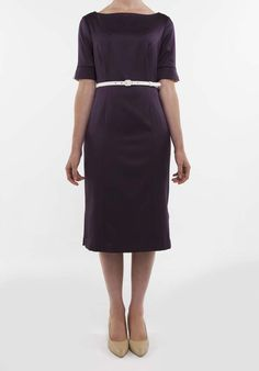 Beautiful dresses for professional women by Andrea Paul. The perfect choice for autumn/winter: a dark berry calf-length dress with elbow-length sleeves and an ivory belt