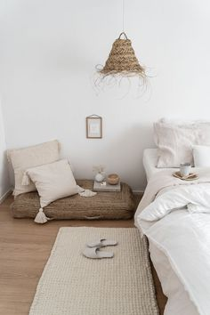 A natural room Natural atmosphere in this room which mixes natural fibers, linen and crumpled cottonA new renovation with Chère can considerably improve this price w. Neutral Bedroom Decor, Bedroom Inspo, Dream Bedroom, Home Bedroom, Bedrooms, Interior Design Inspiration, Room Inspiration, Meditation Corner, Minimalist Bedroom