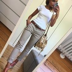 Skinny crop, fitted cap sleeve, heels/flats/wedge Source by sarasarouraaaa Komplette Outfits, Casual Work Outfits, Business Casual Outfits, Work Attire, Work Casual, Spring Outfits, Fashion Outfits, Dress Casual, Fashion Clothes