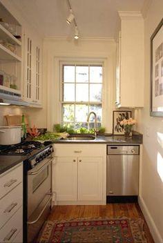 Mayormente las cocinas de los apartamentos son rectangulares y con un espacio pequeño, pero eso no quiere decir que no tendremos una cocina elegante y bonita solo debemos de tener un poquito de imaginación para saber colocar los muebles correctos y en el sitio adecuado.