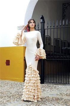 Blanca Llandres Parejo con vestido de flamenca de  José Luis Zambonino