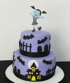Vampirina 💜Consultas y contacto 👉 📲 1560009638#torta #tortas #tortasdecoradas #tortadecorada #cakestagram #cake #cakes #vampirina #tortavampirina #tortasvampirina Pumpkin Birthday Parties, 4th Birthday Parties, Birthday Party Decorations, Birthday Celebration, Birthday Cake, Bolo Halloween, Halloween Cakes, Halloween Birthday, Candy Cakes