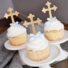 Our Confetti Momma Cross Cupcake Toppers are perfect for First Communion. They will make your home made or store bought cupcakes look like a million bucks. Created with a premium no-shed glitter. Baptism Desserts, Baptism Cupcakes, Baptism Dessert Table, Baptism Party Decorations, First Communion Decorations, Boy Baptism Centerpieces, Baby Boy Christening Decorations, Balloon Decorations, Shower Centerpieces