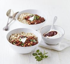 Healthy Beef & bean chilli bowl with chipotle yogurt