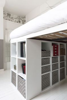 How to DIY a king size loft bed? - IKEA Hackers So I was thinking of getting a king size loft bed with space for a desk underneath. However, the biggest IKEA loft bed is only a double bed size. Small Room Bedroom, Bedroom Loft, Dorm Room, Bedroom Decor, Bedroom Furniture, Raised Beds Bedroom, Pipe Furniture, Furniture Vintage, Diy Bed Loft