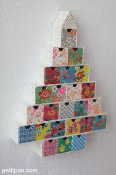 DIY PETIT PAN / tapisser un sapin de l'Avent avec un patchwork de papier imprimé http://www.petitpan.com/181-papeterie